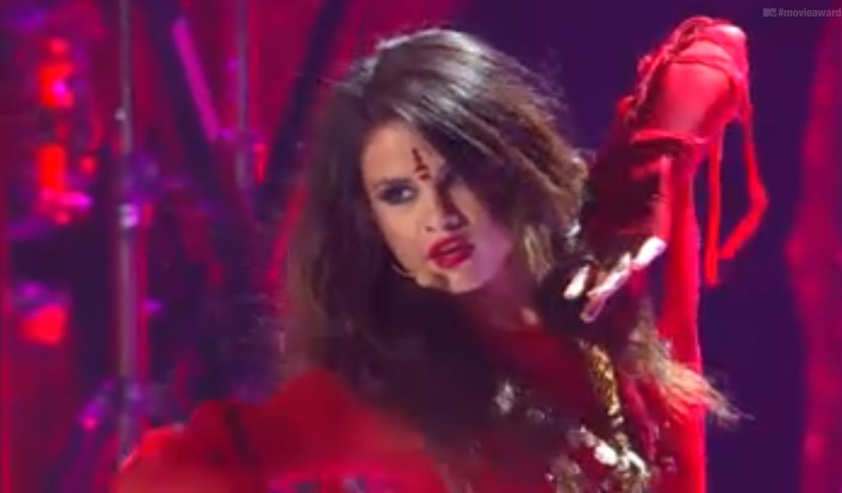 """""""Come and Get It"""" - Selena Gomez at the RDMAs 