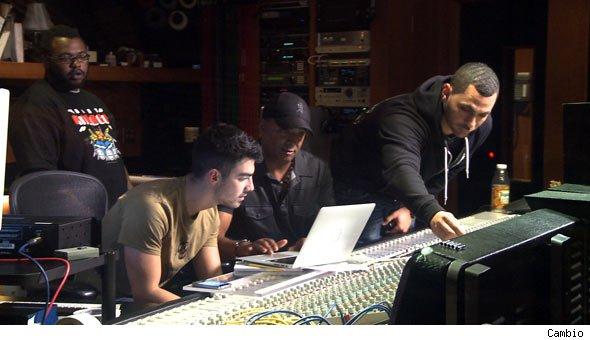 """Joe Jonas, Johnny Wright, James Fauntleroy, & Robin """"Rob Knox"""" Tadross (Photo From Popeater.com)"""