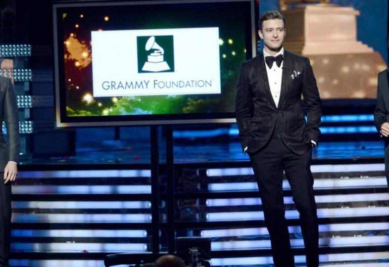 Ryan Seacrest, Justin TImberlake, & Ken Ehrlich Presenting Last Year's Award